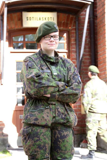 yksille fi nainen armeijassa